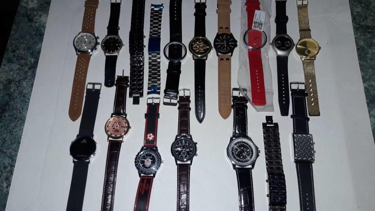 Набір наручних годинників 16 шт. Різні моделі 2 шт б/у + 1 ремінець.