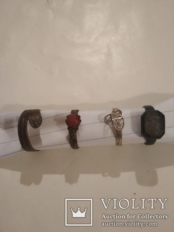 Коллекция древних колец и перстней .