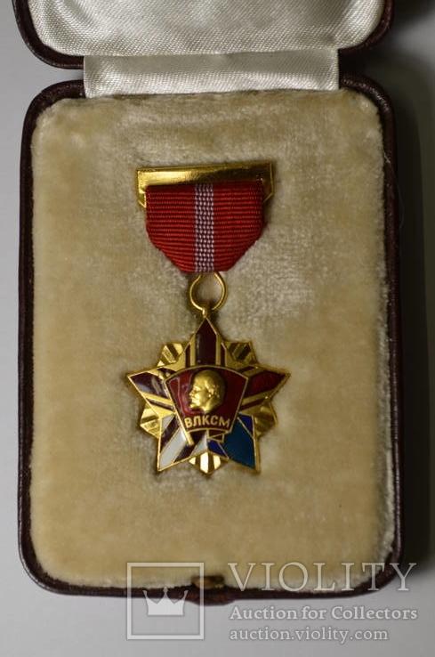 Почётный знак ВЛКСМ в родной коробке.