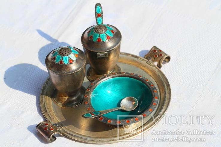 Серебрянный столовый набор с эмалью и чернью.