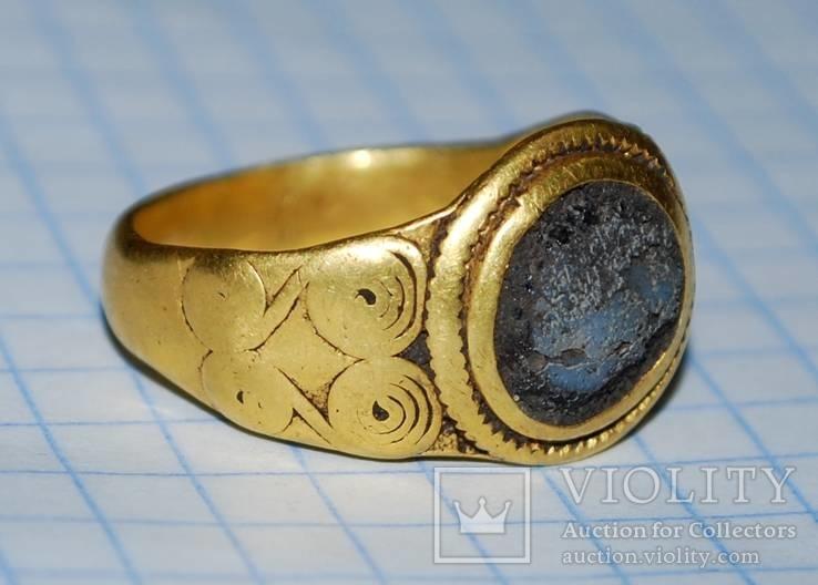 Золотой перстень раннеримского времени.