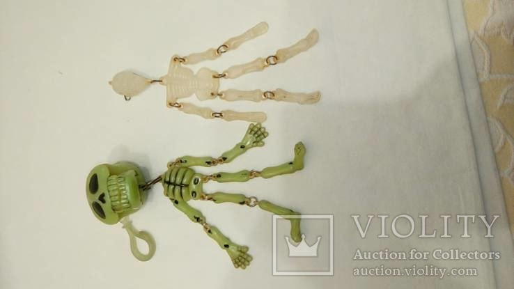 Два скелета , пластик . можно в авто ) . брелоки, фото №4
