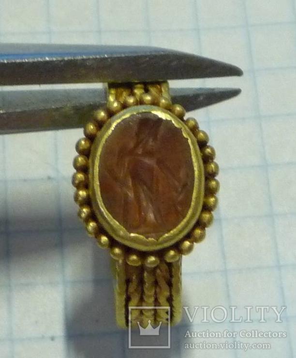 Золотое кольцо с геммой.