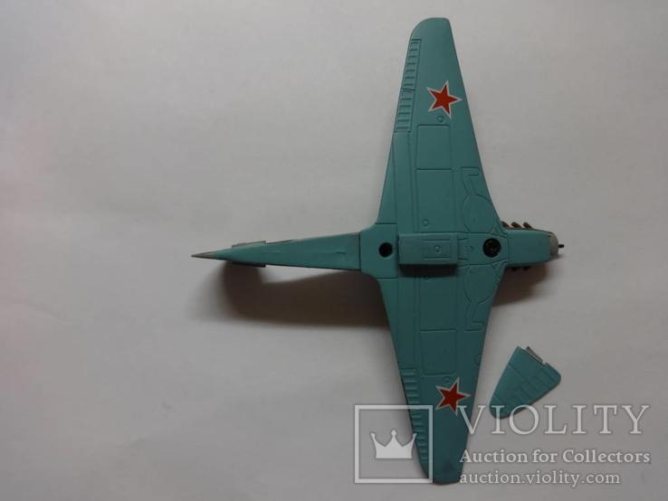Модель самолета истребитель-бомбардировщик ЯК - 9 на запчасти или под восстановление, фото №11