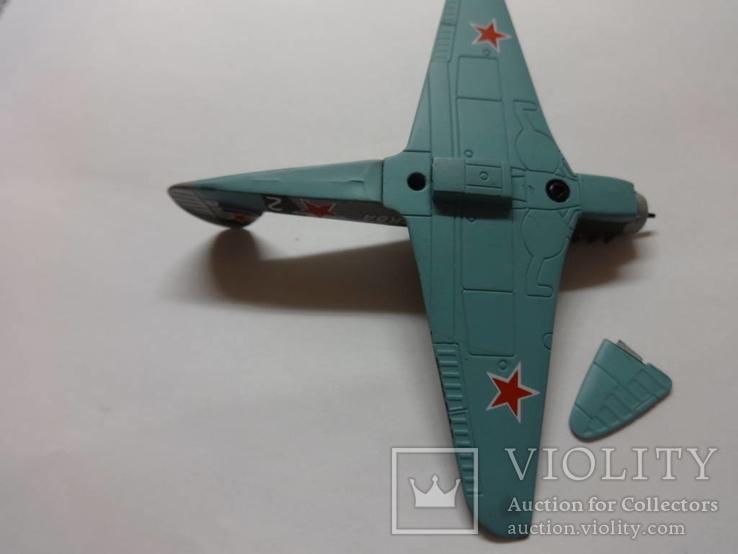 Модель самолета истребитель-бомбардировщик ЯК - 9 на запчасти или под восстановление, фото №12