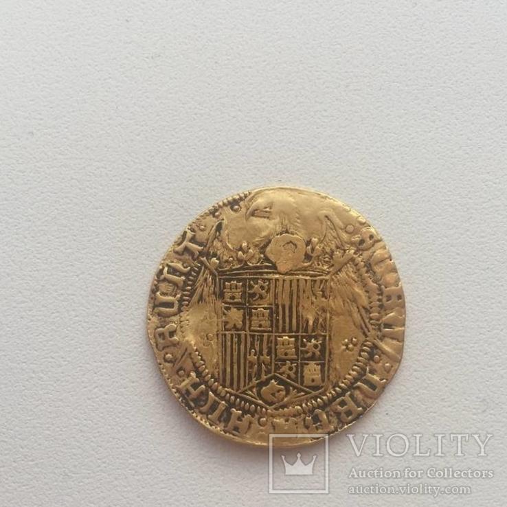 Испанская золотая монета двойной эксельенте