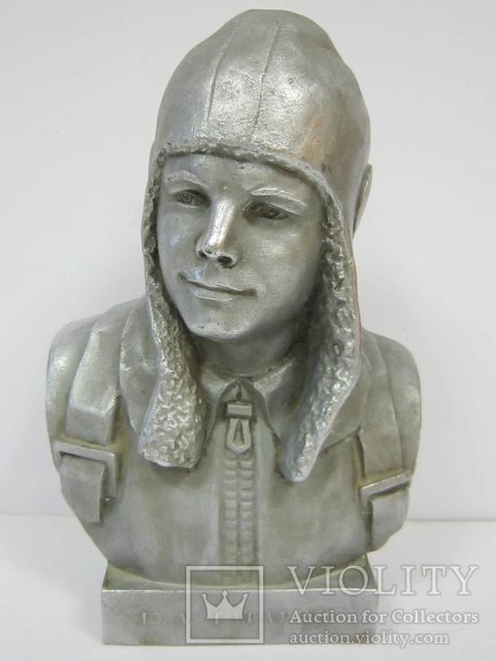 Бюст Ю. Гагарина