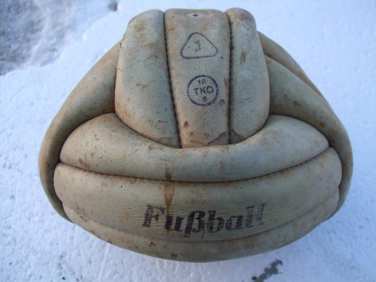 Кожаный футбольный мяч из СССР
