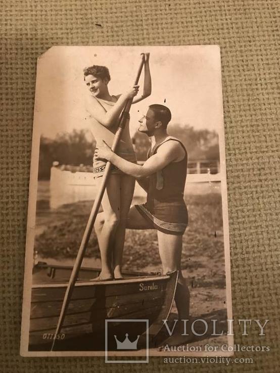 Открытка девушка с веслом