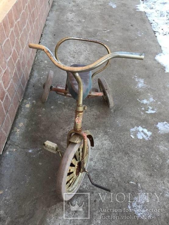 Велосипед и детская качеля сср