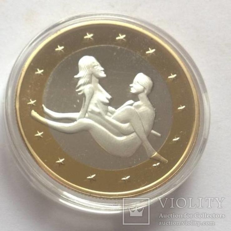 6 жетонов евро с изображением сексуальных поз