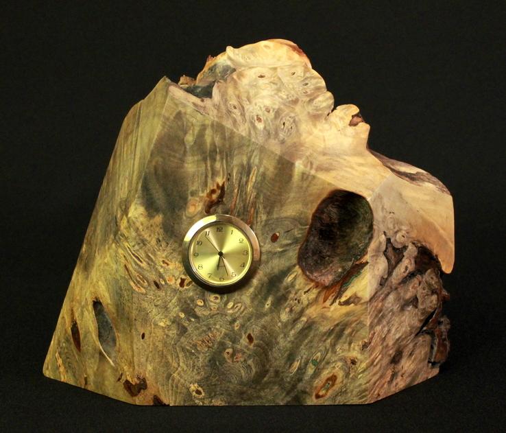 Настольные часы в деревянной подставке. Кварц. (0902)