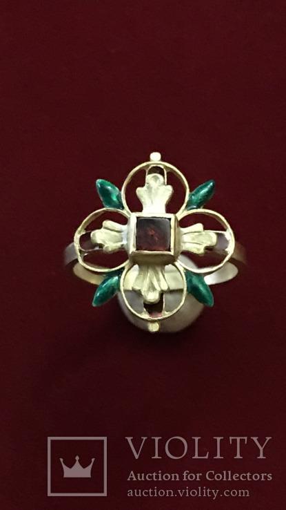 Средневековое золотое кольцо времен Ренессанса
