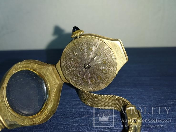 Золотые часы, Швейцария. 14К-585 проба. Браслет 8К-333 проба. Заводная головка-камень.