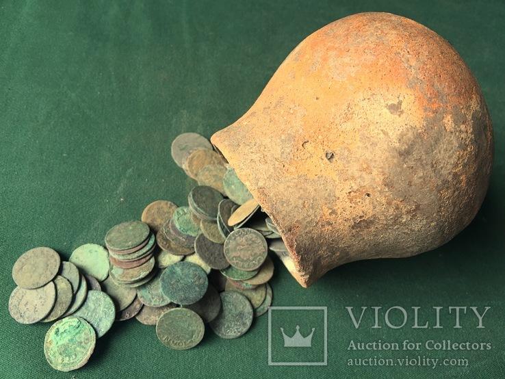 Средневековые монеты Солиды 500 шт в древнем горшке