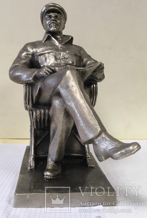 Статуэтка Ленин в кресле