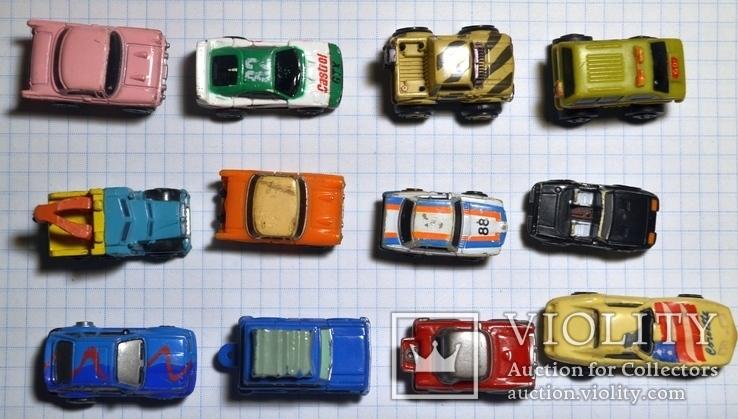 Старые мини-модели машин.