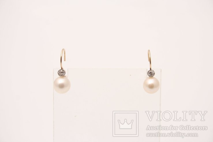 Kolczyki z perłami i diamentami.