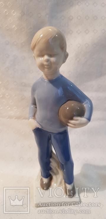 Мальчик с мячем футболист Llppelsdorf Германия