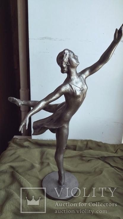 Балерина. Монументскульптура.  Высота 38 см.