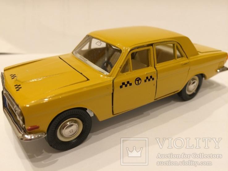 Волга газ 2401 А14 такси оригинал в состоянии из личной коллекции