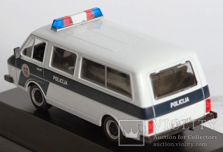 1:43 RAF 2203 Police на подставке, фото №5