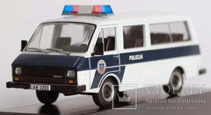 1:43 RAF 2203 Police на подставке, фото №8