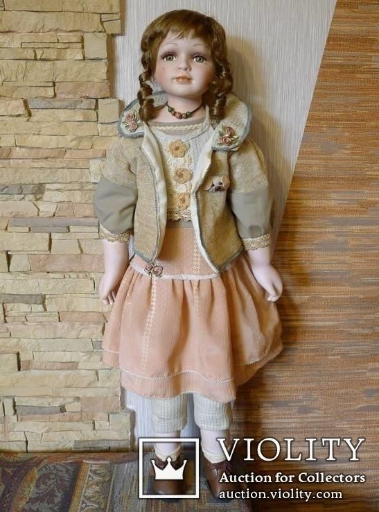 Высокая фарфоровая кукла .  Высота - 80 см.