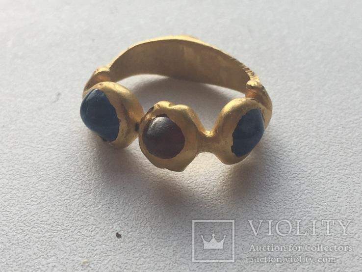 Римський золотий перстень з сапфірами