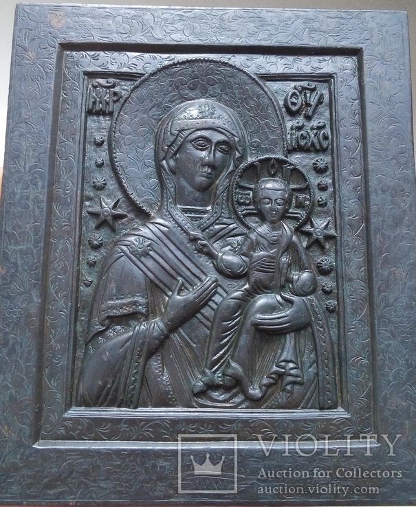 Крупная икона Смоленской Богоматери