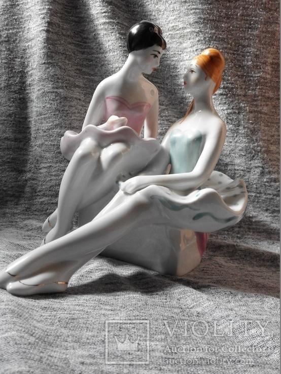 Статуэтка ''Балерины в антракте''