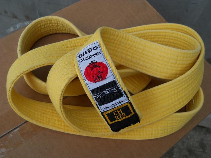 Желтый пояс для кимоно.