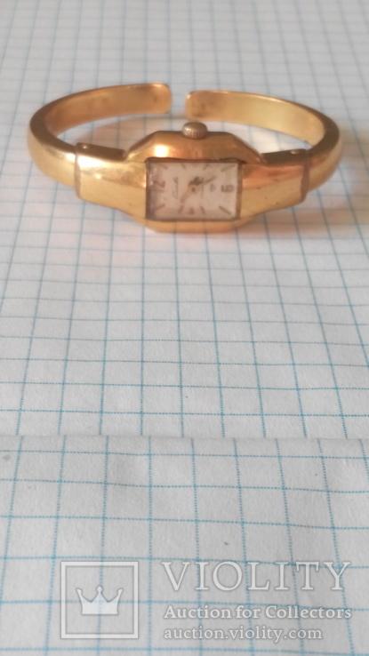 Часы позолоченные слава AU в квадрате