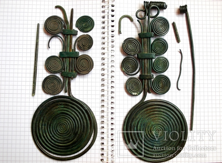 Две бронзовые фибулы, 13-12 век до н.э.