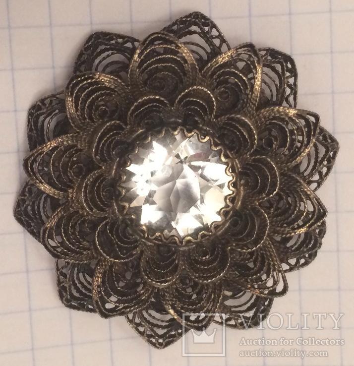 Брошь, серебро 916 проба с головой, скань, хрусталь.