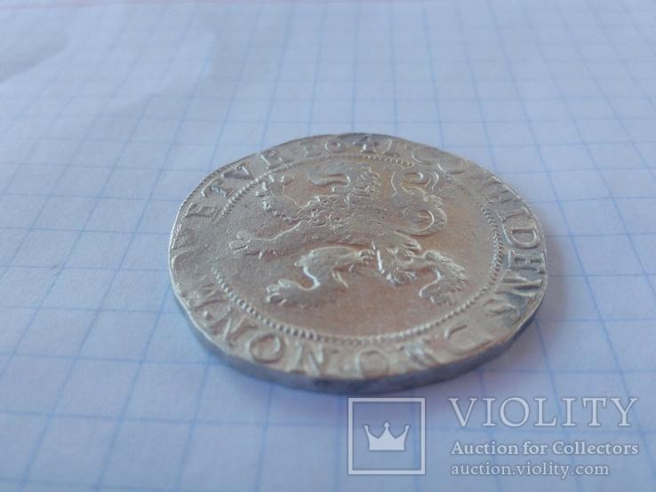 Пів левкового талера 1641