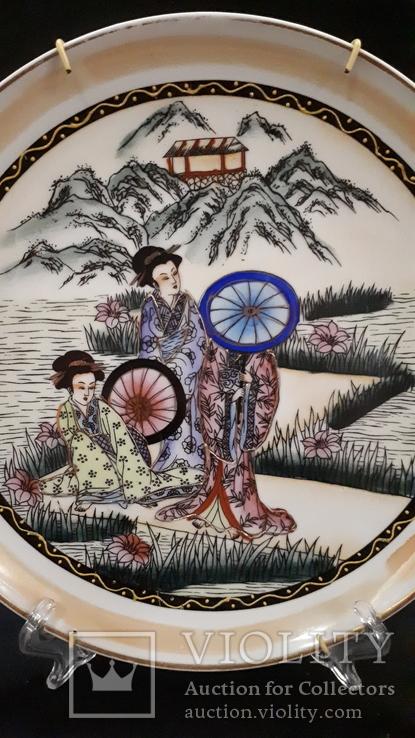 """Настенная тарелка """"Три гейши"""" с держателем., фото №3"""