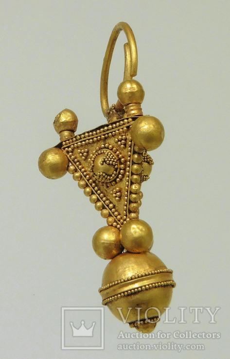Большой золотой подвес, раннее средневековье