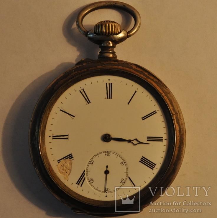Старинные карманные часы в серебряном корпусе.