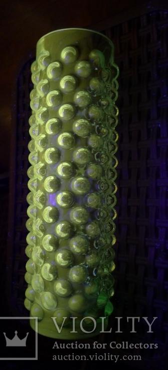 Ваза урановое стекло, светится в ультрафиолете.