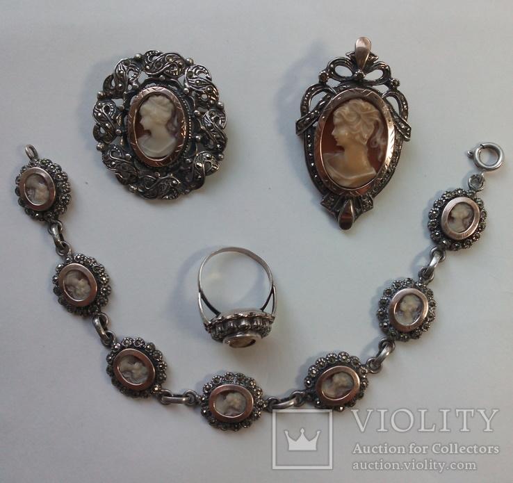 Серебряные броши, кольцо и браслет