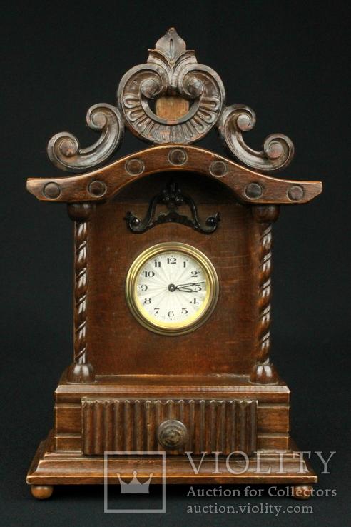 Старые заводные интерьерные часы в деревянном корпусе. Германия. (0413)