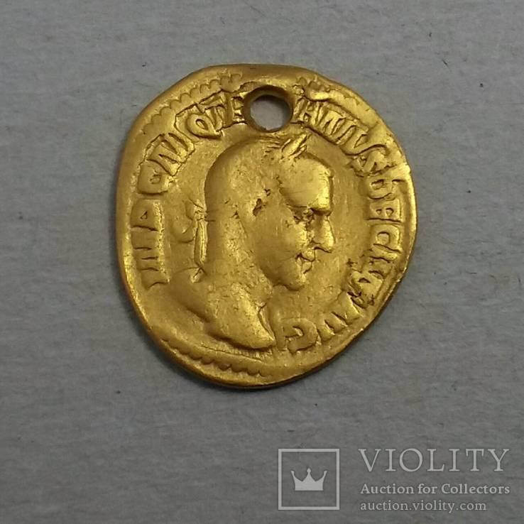 Золотой Ауреус Траяна Деция