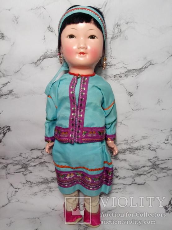 Антикварная кукла девочка-азиатка в красивом сложном наряде