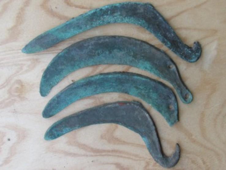Серпи  Культура Ноуа, 15-13 століття до н.е.
