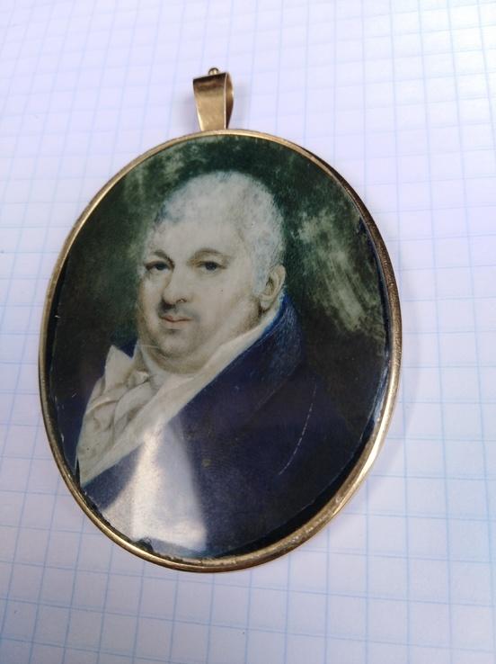 Старинная картина в золотой оправе проба 585.миниатюрный портрет Дворянин