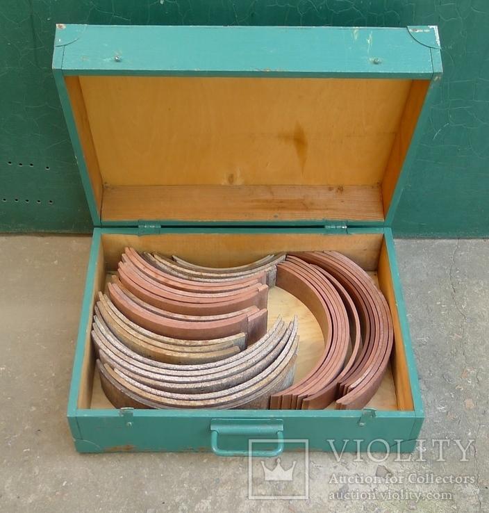 Тормозные колодки разных размеров СССР с деревянным ящиком с рукояткой., фото №2