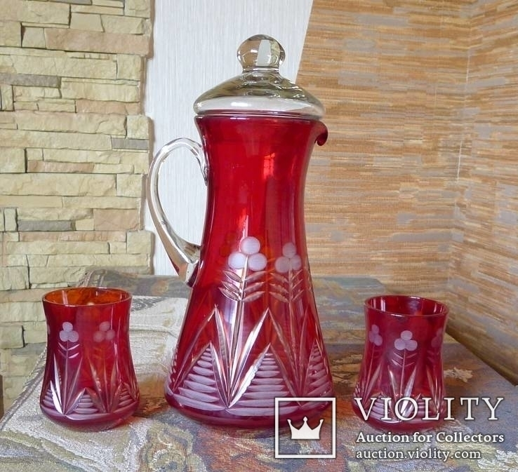 Графин СССР рубиновое резное стекло + 2 стакана. Высота - 32 см.