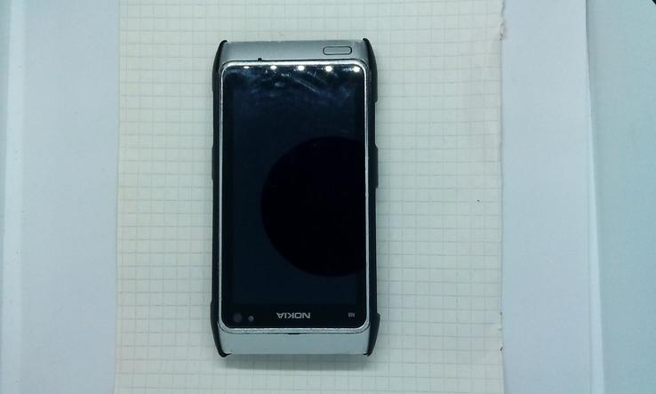 Nokia N8.