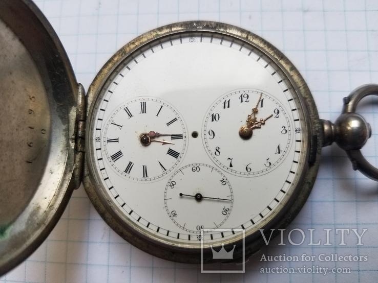 Карманные часы с двумя часовыми поясами.